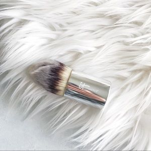 it Cosmetics Mini Buki Brush